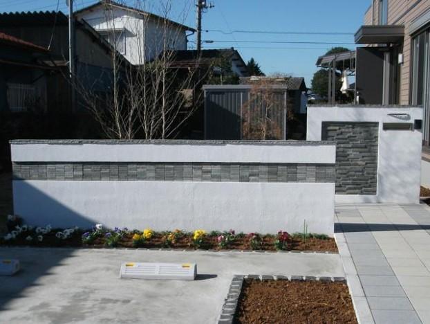 石貼り門塀