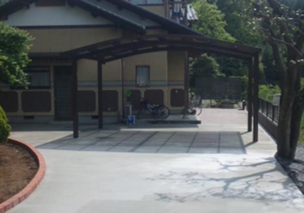 カーポート2台と土間コンクリート
